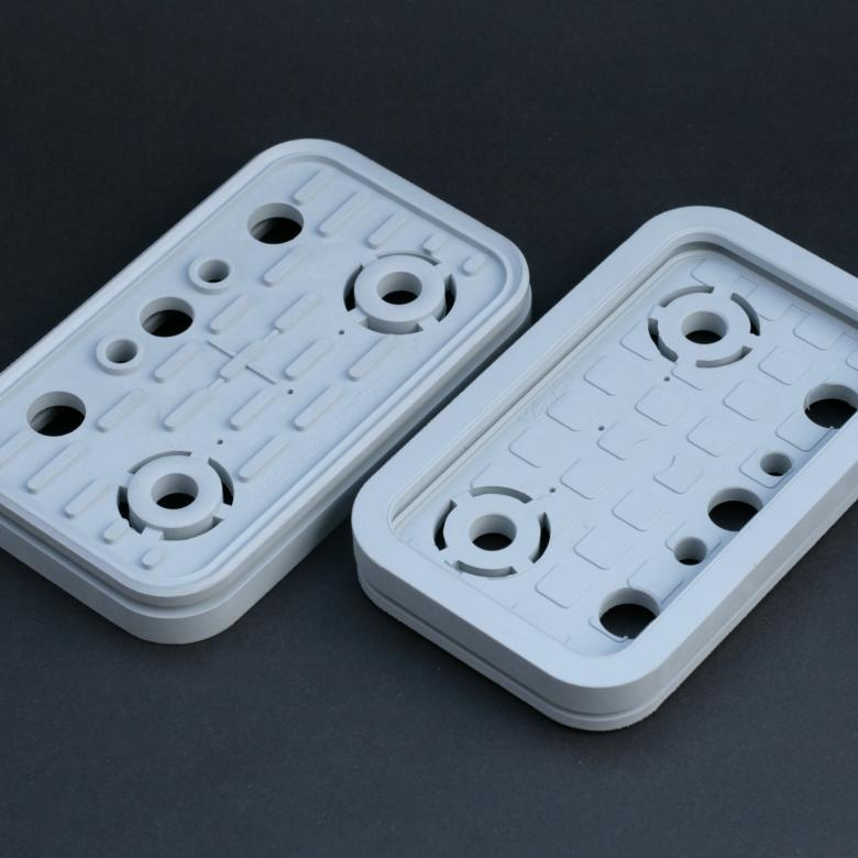 Zdjęcie obu stron gumy uszczelniającej do bloków CNC